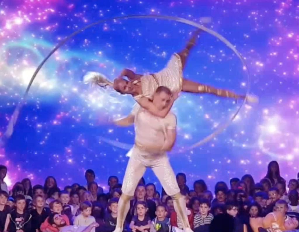 Duo Ioulia Fabien, Acro Ribbon Dance Act Disney, Tie